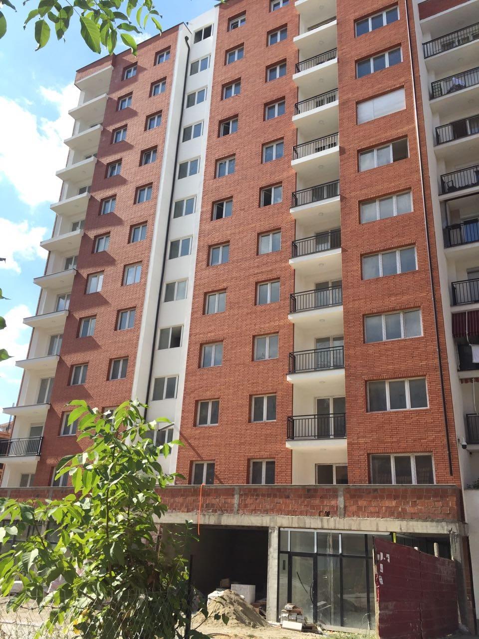 Shitet banesa 2 dhomëshe 63m2 kati 1 në lagjen e Spitalit