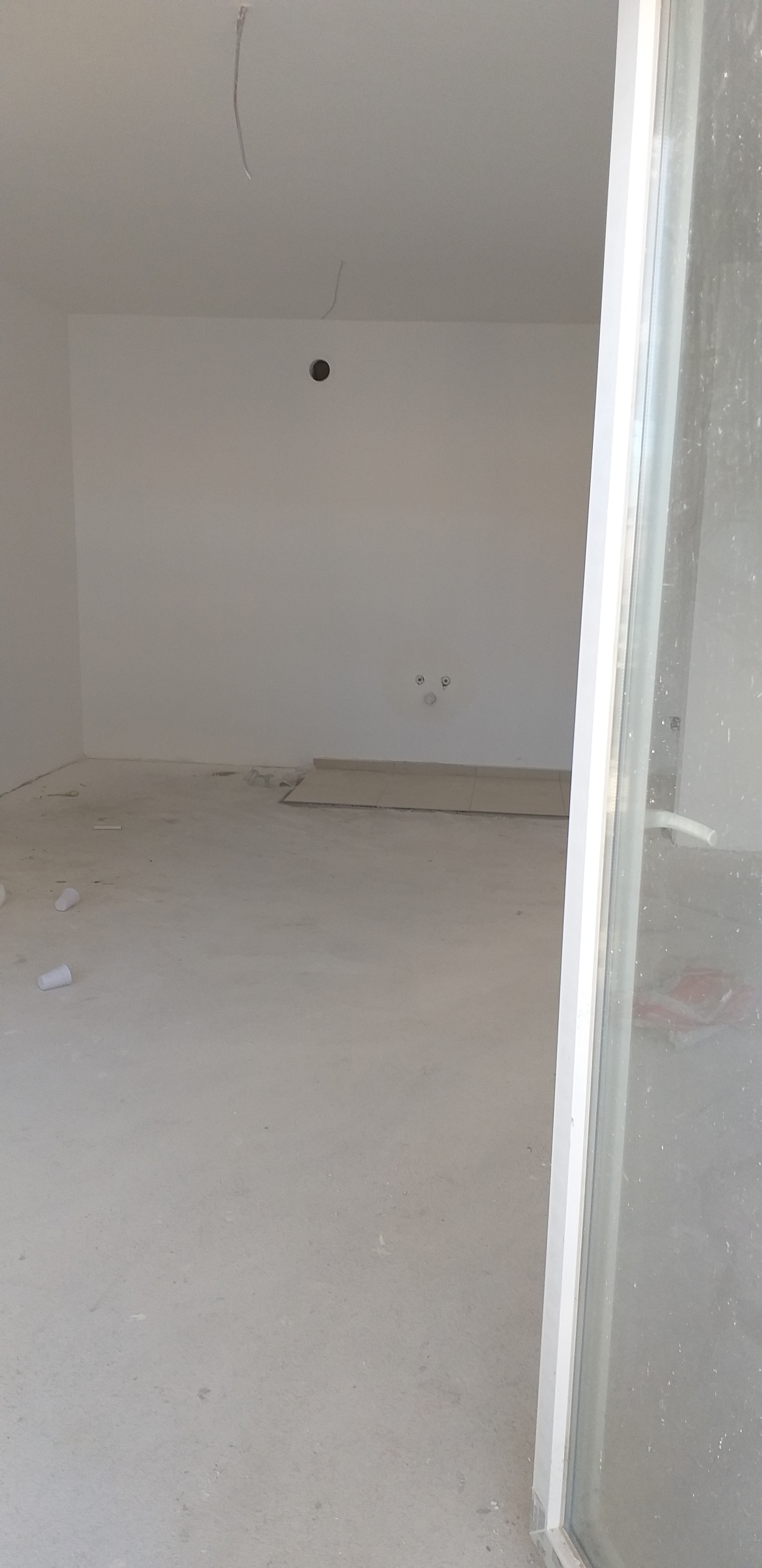 Shitet banesa 3 dhomëshe 70m2 kati 3 në lagjen Mati 1