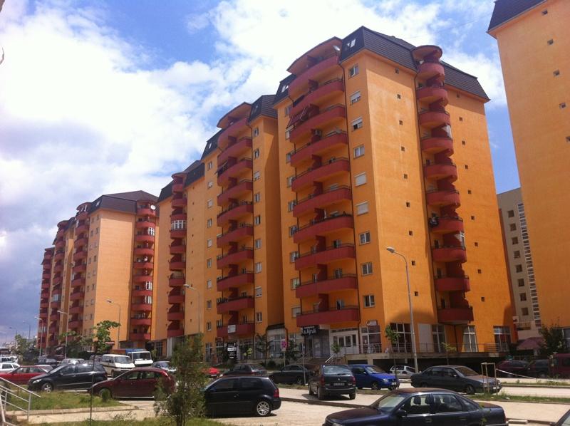 Shitet banesa 3 dhomëshe 85m2 kati 10 në Kalabri-Emshir