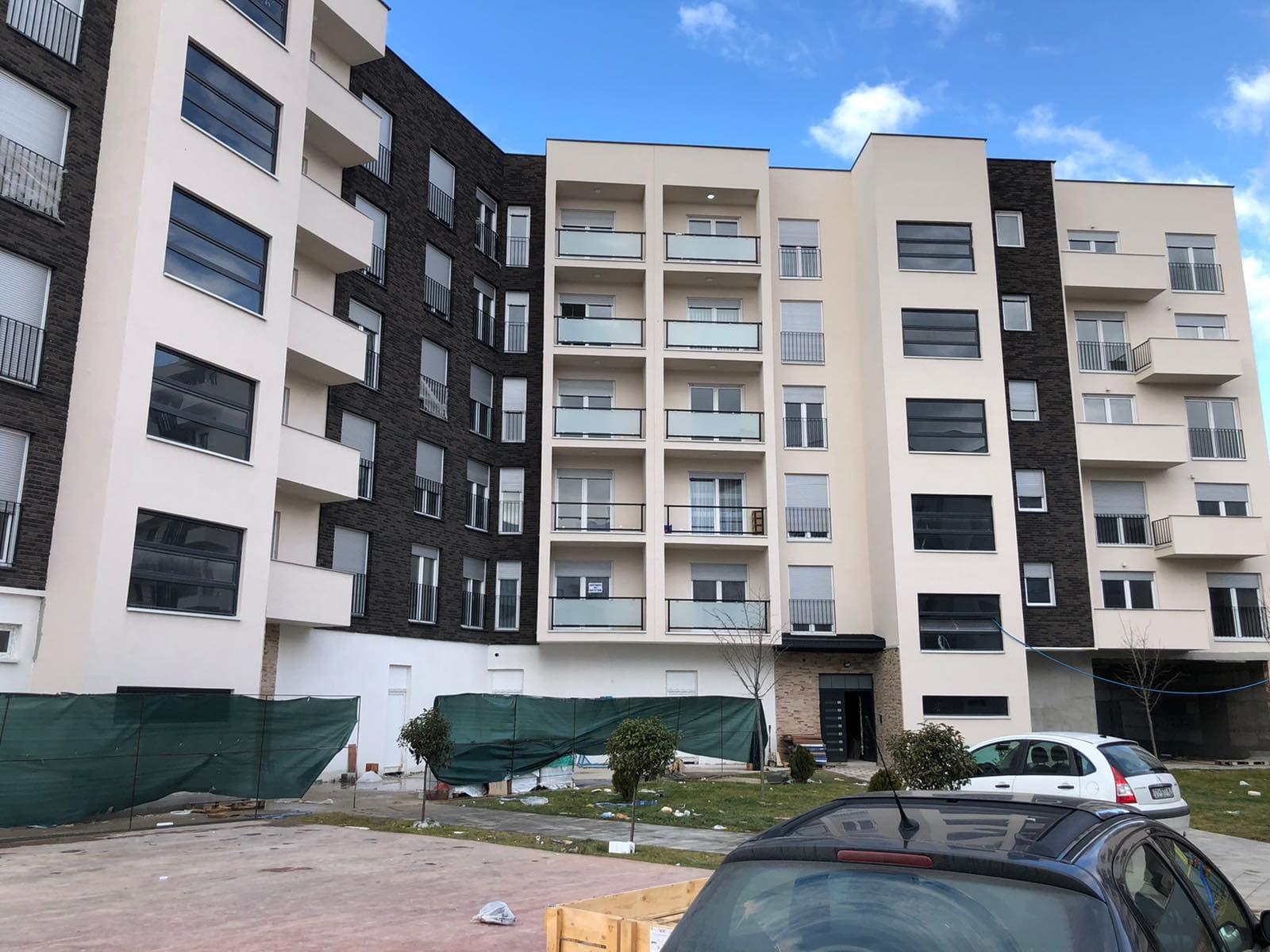 Shitet banesa 3 dhomëshe 86m2 kati 5 ne lagjen Arbëri