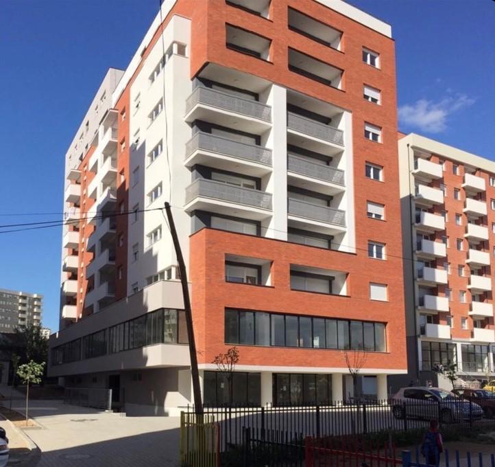 Shitet banesa 2 dhomëshe 60m2 kati 3 në Lagjen e Spitalit