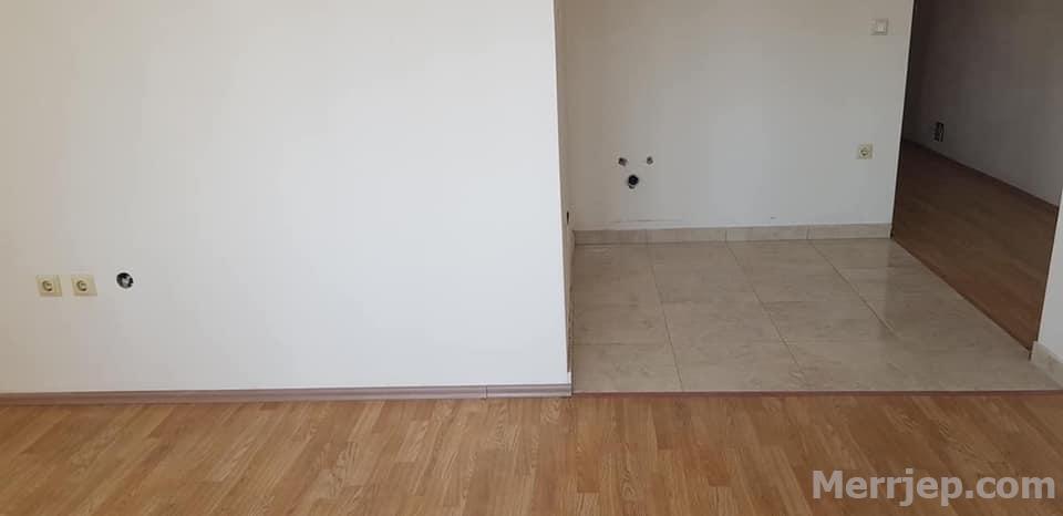 Shitet banesa 2 dhomëshe 49m2 kati 6 në Fushë Kosovë
