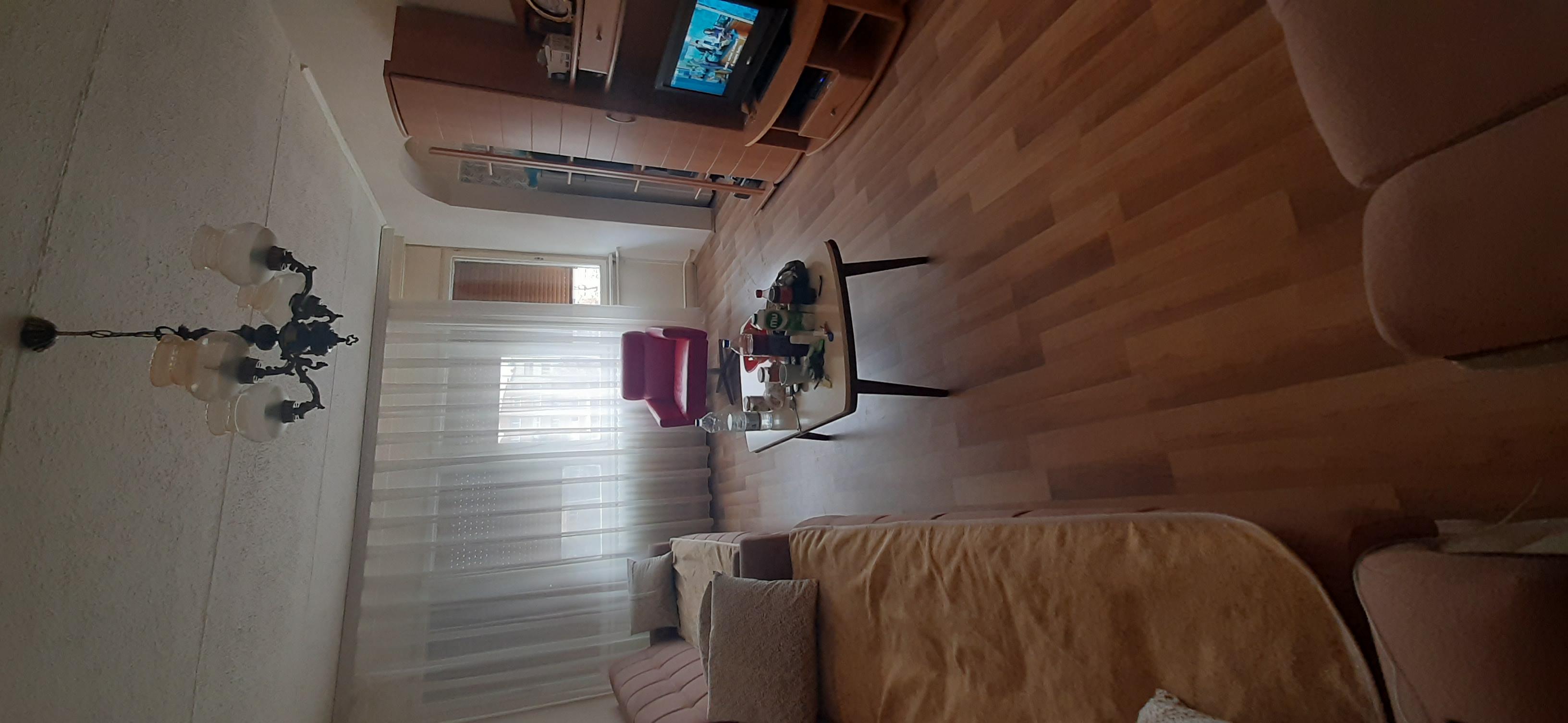 Shitet banesa 3 dhomëshe kati 2 në lagjen Ulpian
