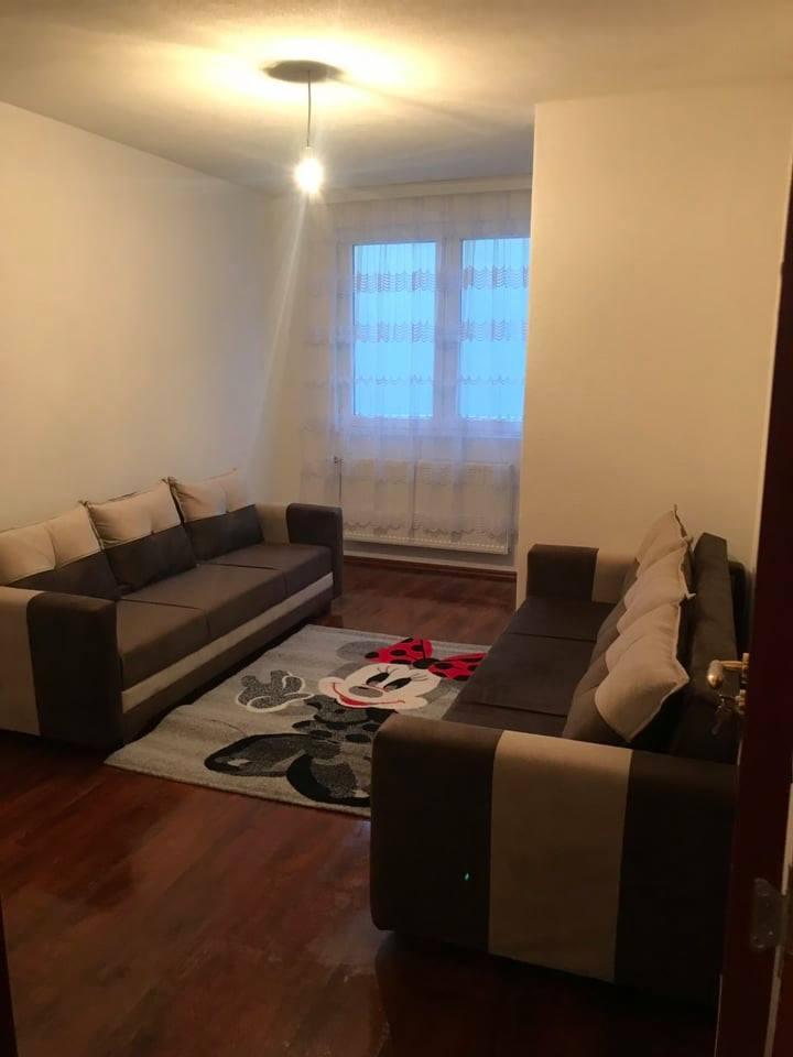 Ipet me qira banesa 3 dhomshe 90m2 kati 8 Fushe Kosove