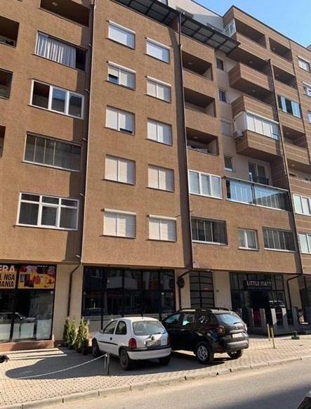 Shitet banesa 2 dhomëshe në Fushë Kosovë mbrapa Vivës së vjetër, afër Toskanës me sipërfaqe 60m2 kati 3-të